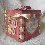 Бордовая коробка