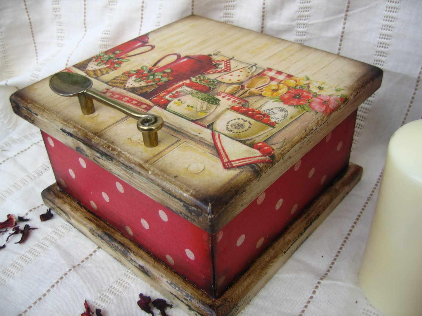 Оформление самодельной коробки декупажем
