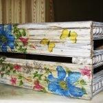 Коробка, оформленная цветами