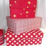 Красные коробки