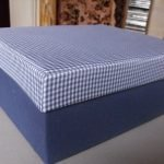 Синяя коробка с клетчатой крышкой