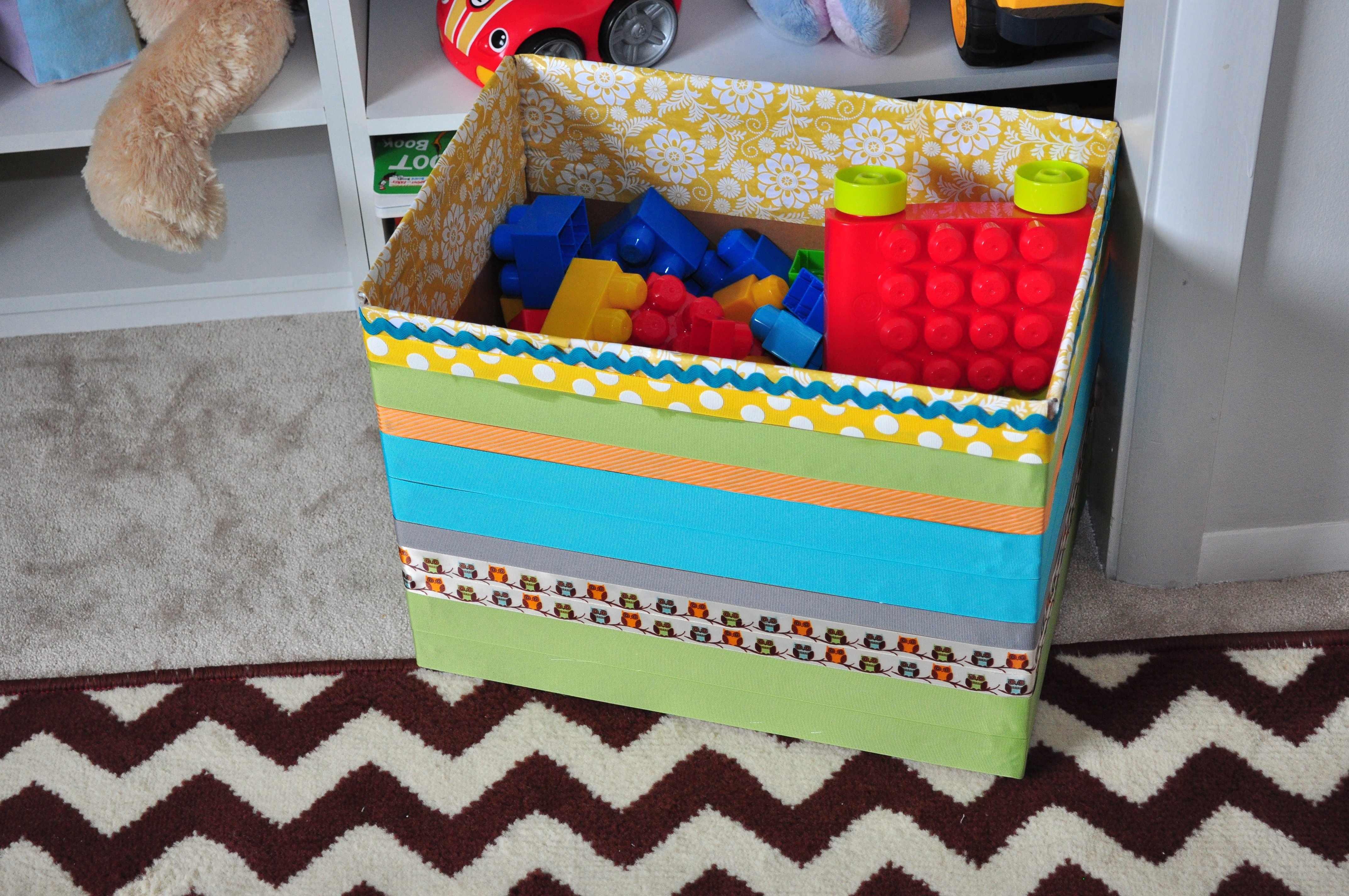 Полосатая коробка для игрушек