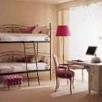 Двухъярусная кровать из металла