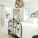 Высокая супружеская кровать