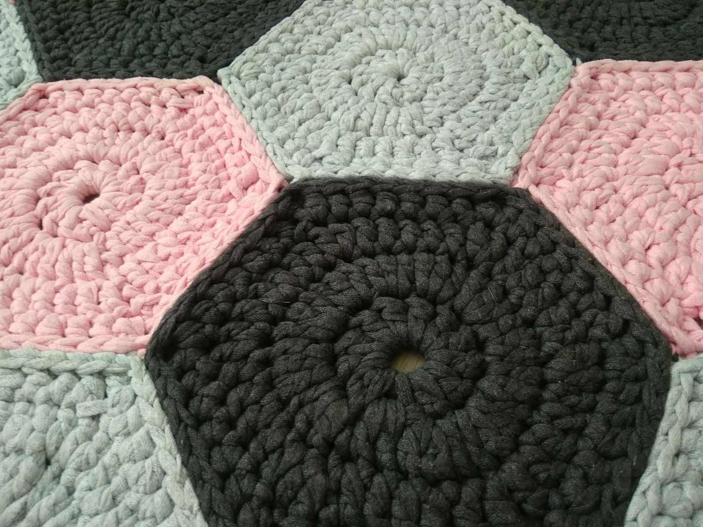 Сшитый коврик из трикотажной пряжи