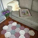 Ваза на полу у дивана