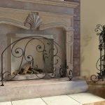 Декоративный камин с лепниной