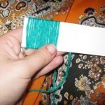 Складываем полоски и обматываем нитками