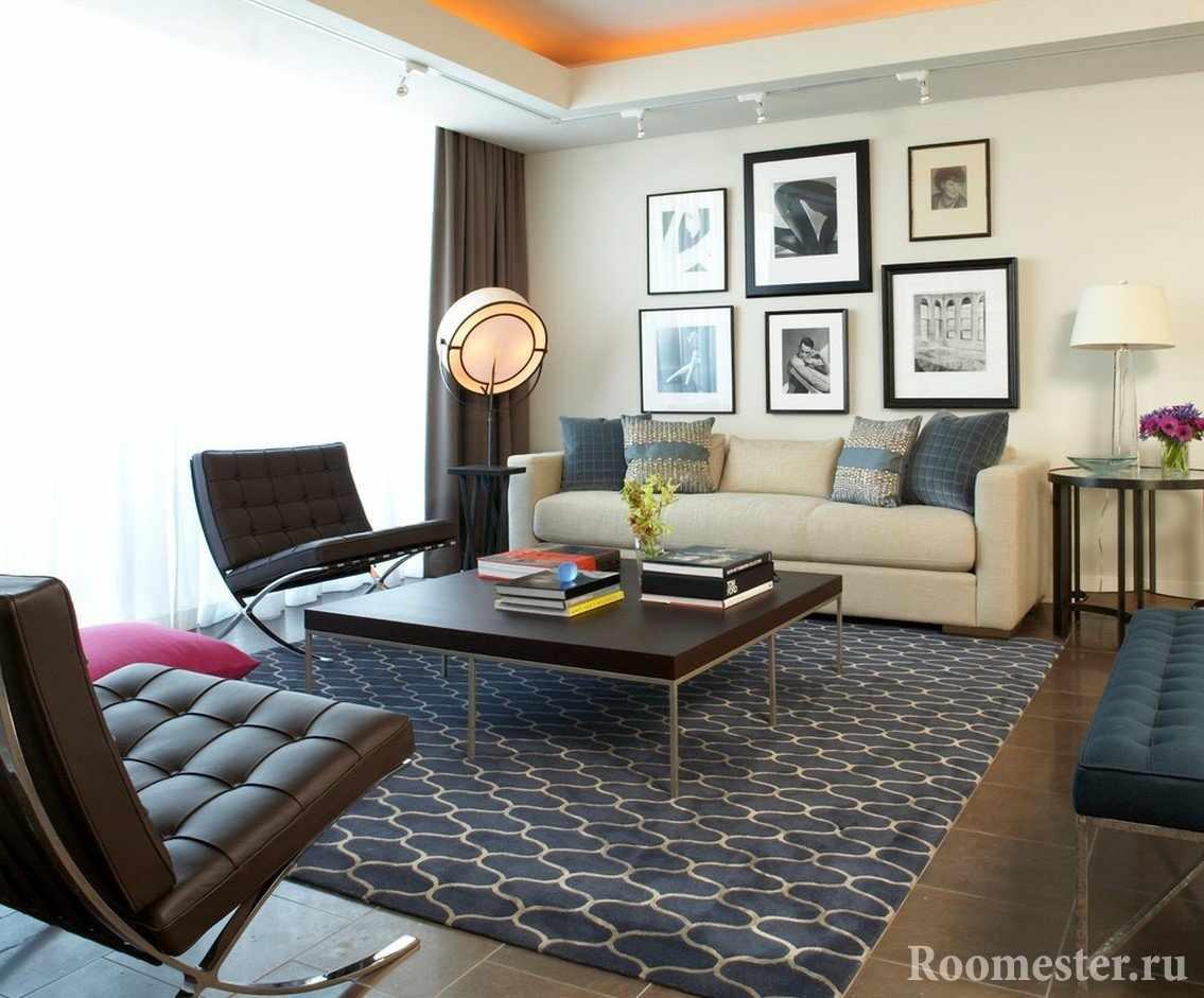 Картины над диваном в гостиной