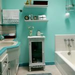 Покраска стен в ванной комнате мятной краской