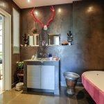 Отделка декоративной штукатуркой стен в ванной