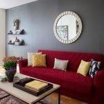 Красный диван с узором