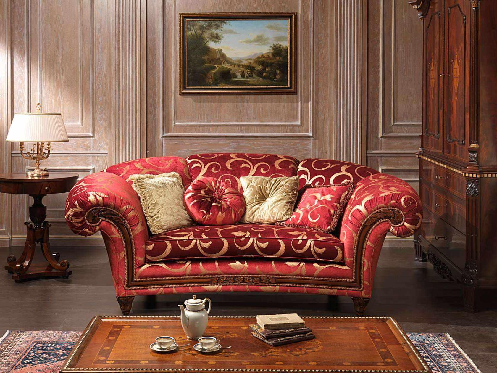 Восточные узоры на диване