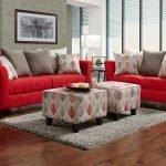 Красный однотонный диван