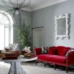 Красная софа в гостиной
