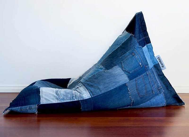 Прямоугольное кресло-мешок из старых джинсов