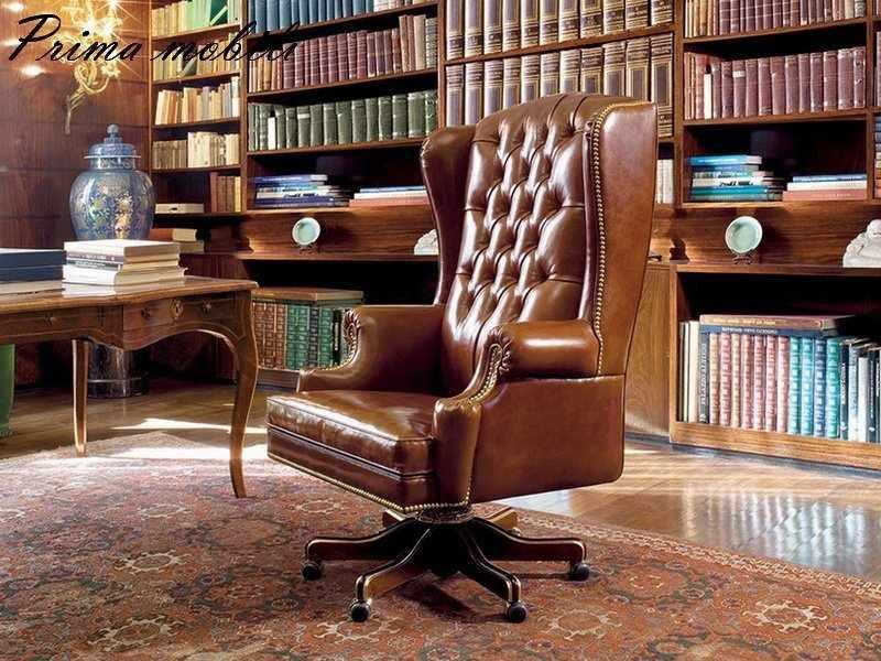 Кресло в кабинете