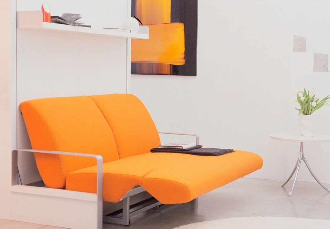 Оранжевое складное кресло