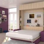 Сочетание белого и фиолетового в дизайне спальни
