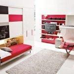 Красно-белая мебель в детской