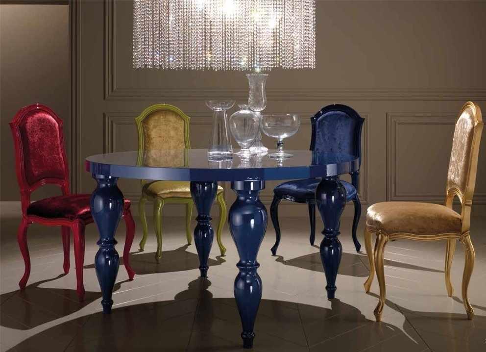 Синий круглый стол в интерьере