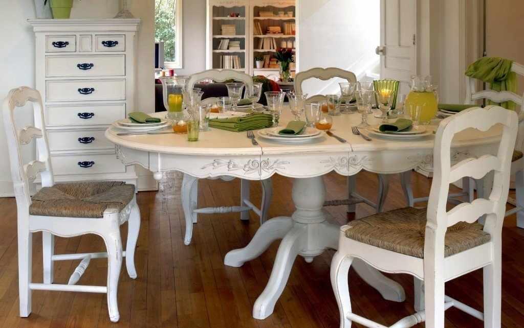 Круглый стол в кухне