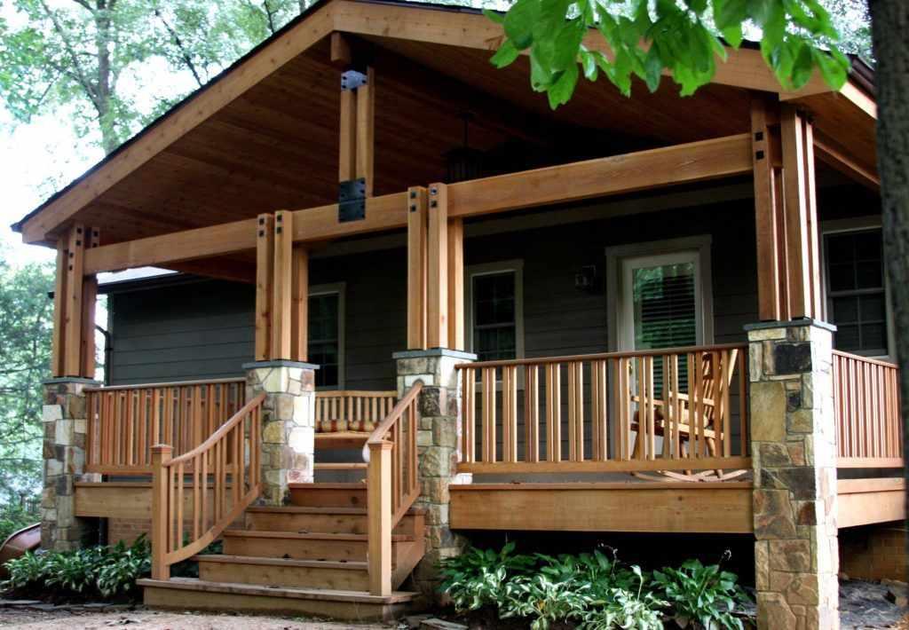 Дом с крыльцом в виде террасы