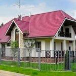 Вальмовая красная крыша
