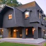 Черный дом с мансардой