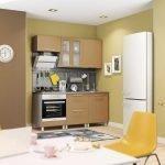Картинки на стене у холодильника