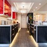 Роскошная мебель в кухне-прихожей