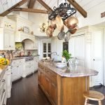 Прихожая в кухне большого частного дома