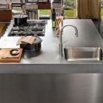 Остров на кухне с варочной панелью