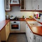 Кухня п-образная коричневая