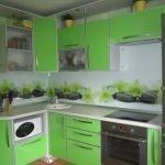 Кухня зеленого цвета