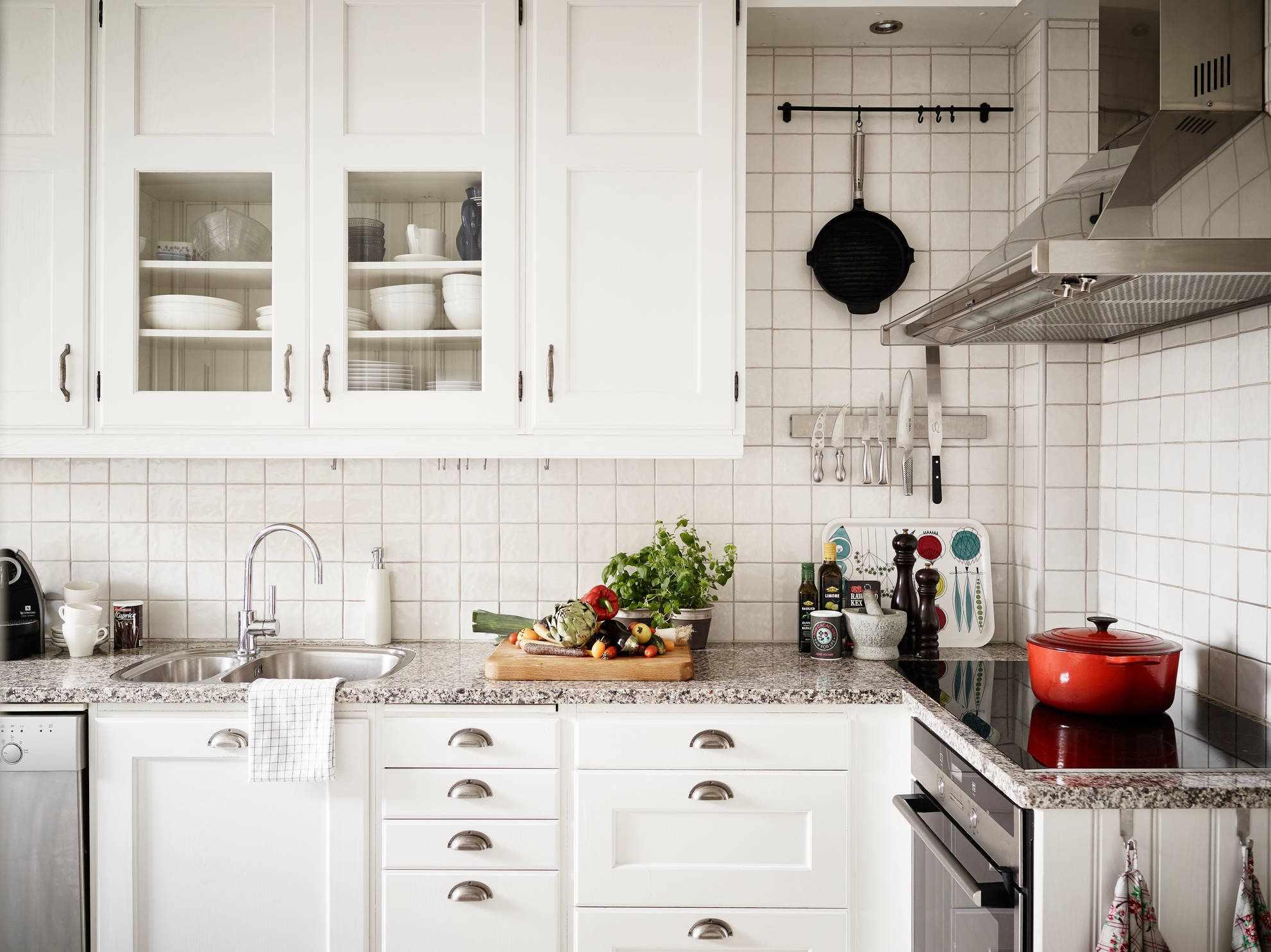 Фартук из плитки на кухне в скандинавском стиле