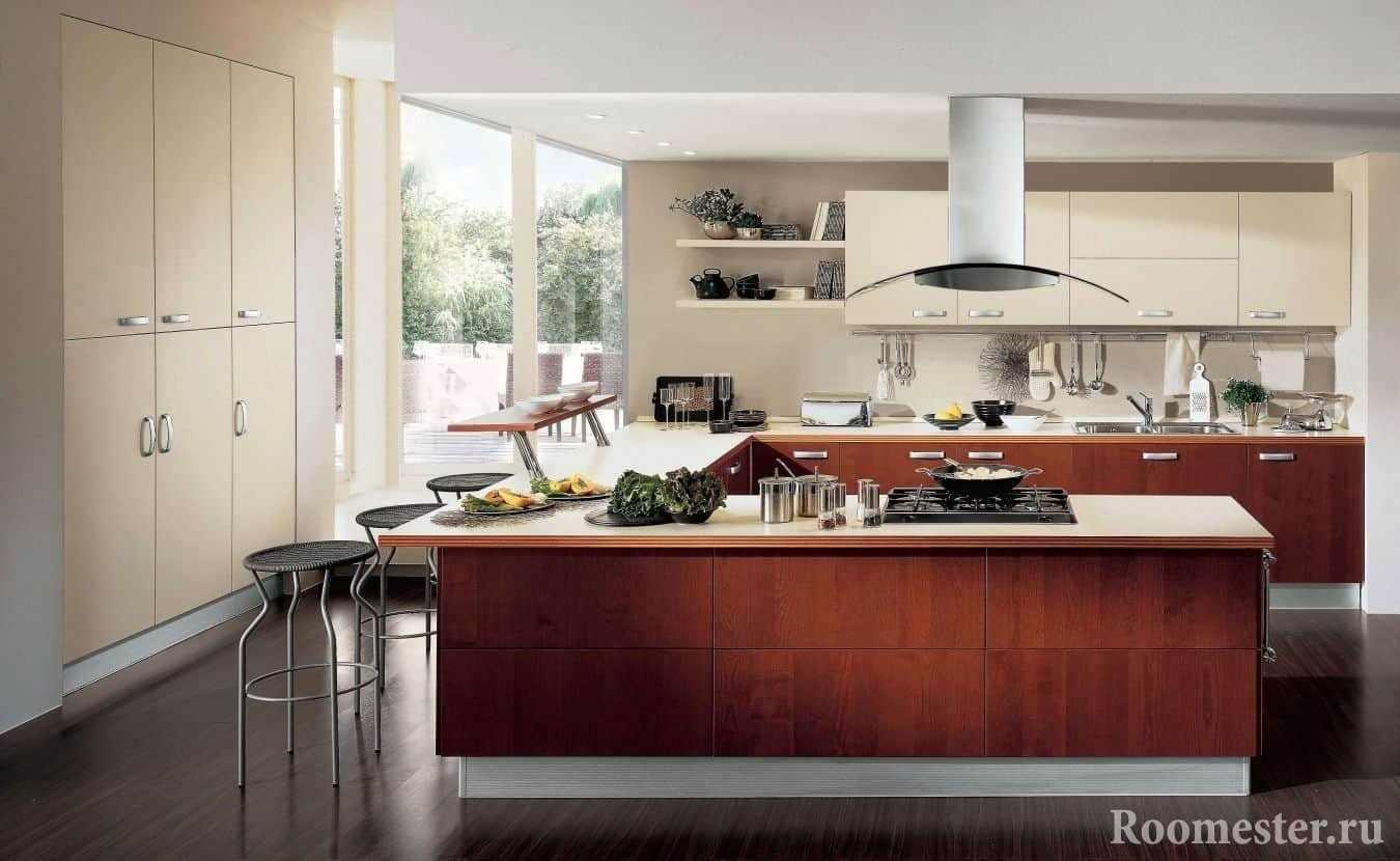 Кухня п-образной формы с вытяжкой на потолке