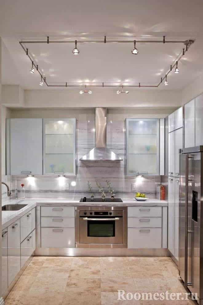 Освещение по периметру потолка кухни