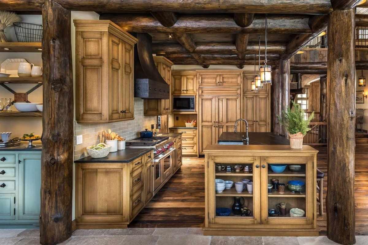 Кухонный гарнитур на кухне в стиле кантри