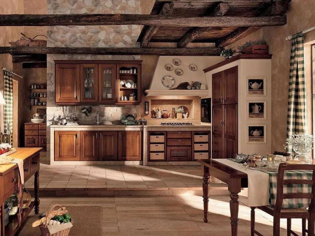 Мебель из дерева в обеденной зоне кухни в стиле кантри