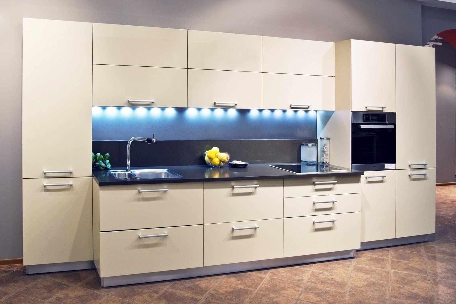 Белый цвет для маленькой кухни