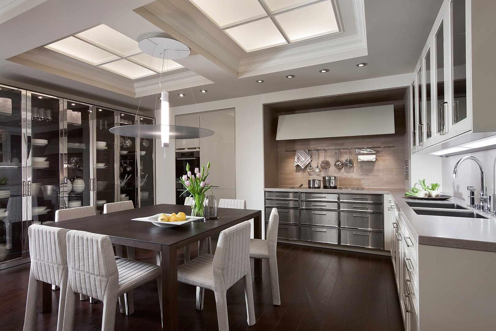 Кухонный стол из ДСП в интерьере