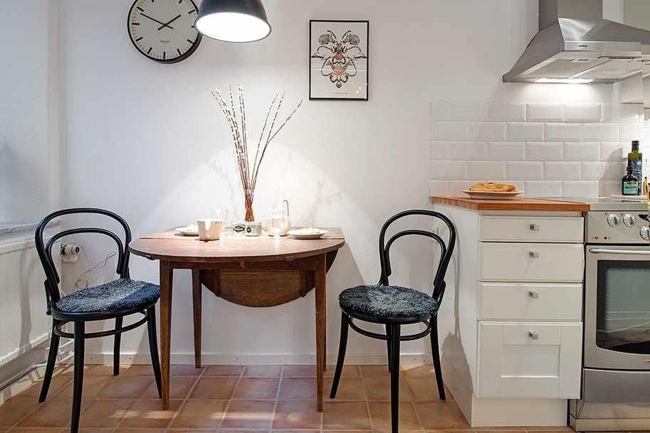 Раскладной кухонный стол в интерьере