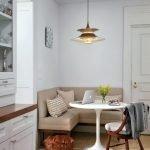Кухонный уголок с белым столиком