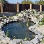 Декор водоема камнями
