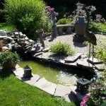Искусственный прудик в саду