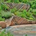 Камень в оформлении сада