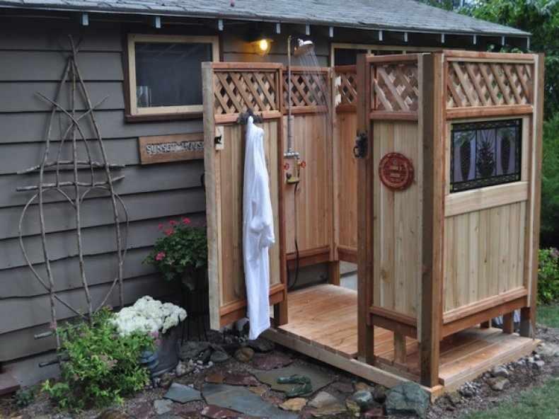 Деревянный садовый душ