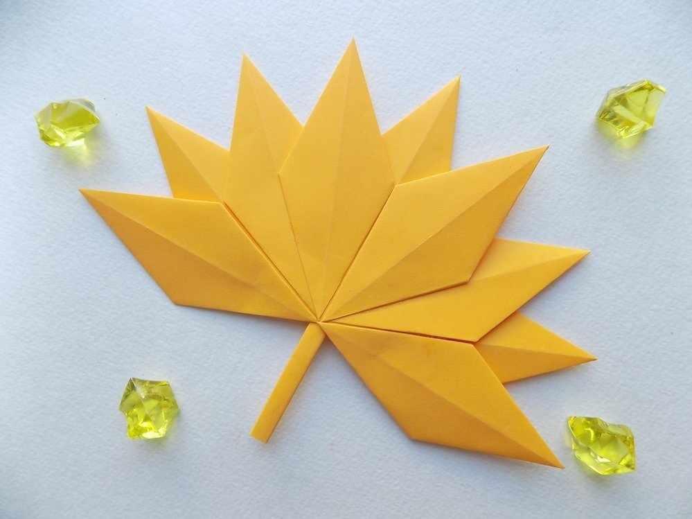 Кленовый лист в технике оригами