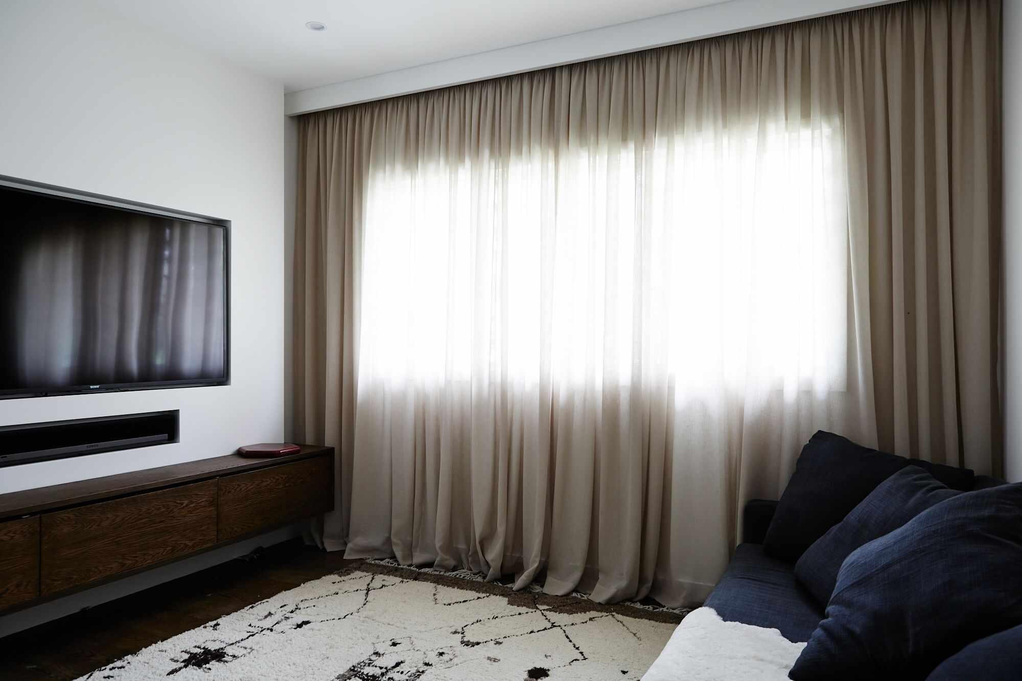 Для гостиной - длинные шторы